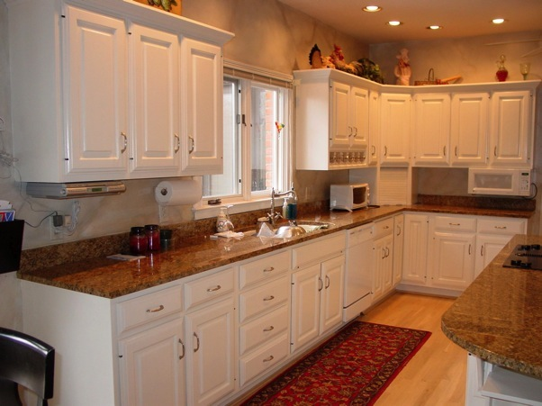 White kitchen cabinets with oak trim white cabinets oak for White pickled kitchen cabinets